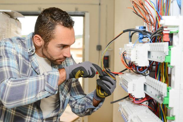 Comment installer son tableau électrique aux normes ?
