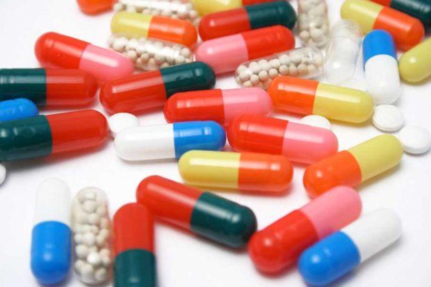 Qui détermine le remboursement des médicaments ?